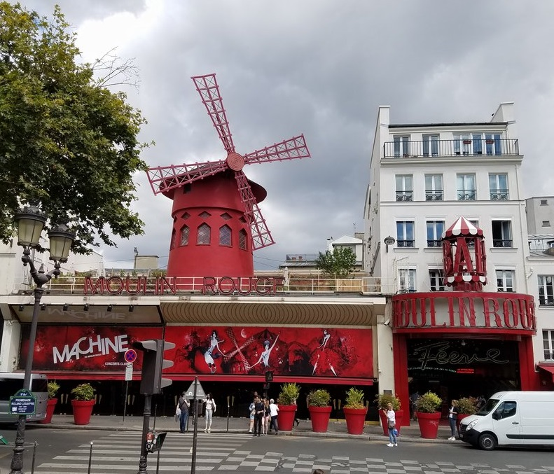IPP37 Paris sights - Moulin Rouge